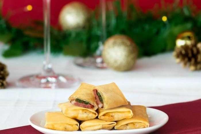 plate of rolls in din tai fung