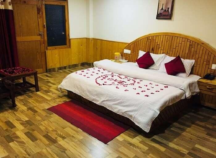 honeymoon decorated room