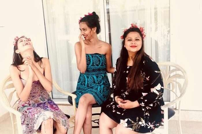 priya sri lanka giggling with friend