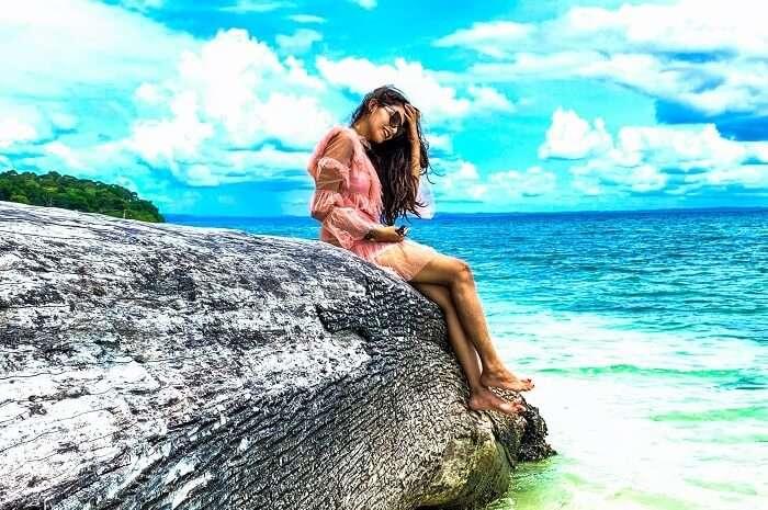 priya sri lanka rock sea beach