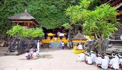 Goa Lawah Temple Ritual