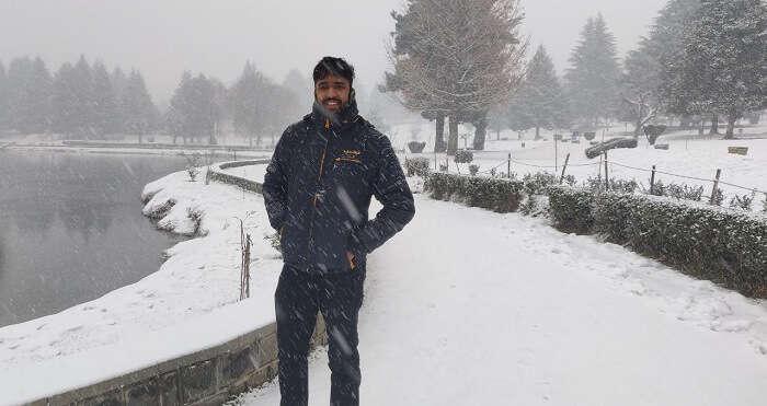 Witness Snowfall in Kashmir