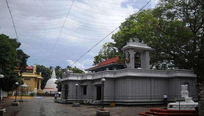 Seek Blessings - Bellanwila Rajamaha Viharaya