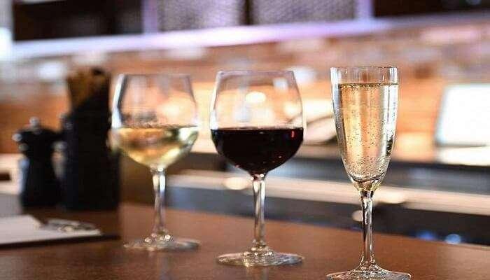 wine glasses at biscottis