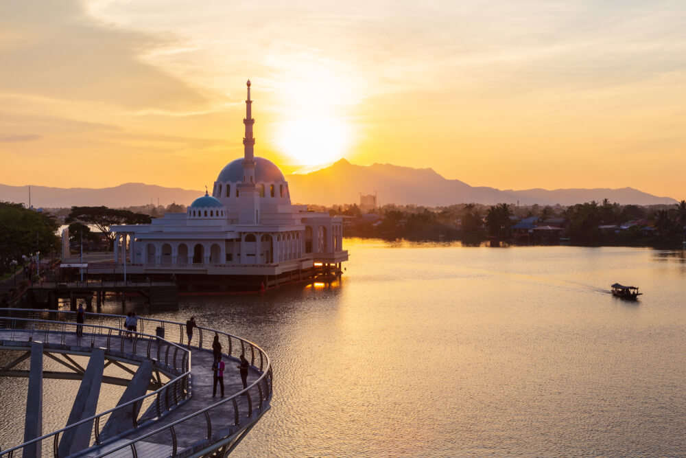 3 Spectacular Places To Visit In Malaysia Near Kuala Lumpur Airport!