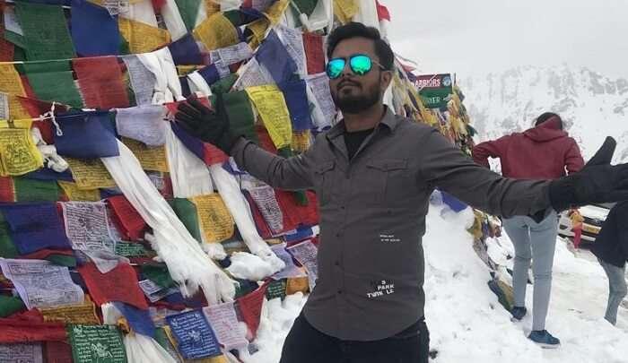 enjoying the snow at khardungla pass