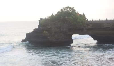 visit to the famous Tanha lot temple