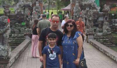 visited Ubud Monkey Forest with family
