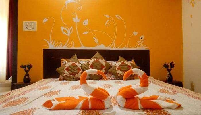 Artistic Homestay room