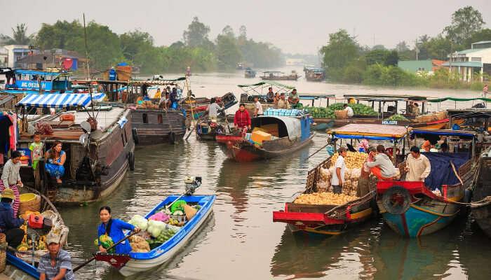 floating market in maldives