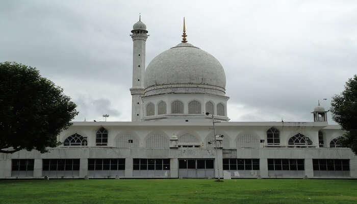 Hazratbal Shrine