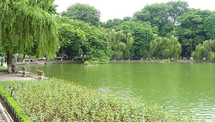 Hoan_Kiem_Lake_