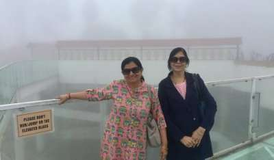 click some pictures on skywalk