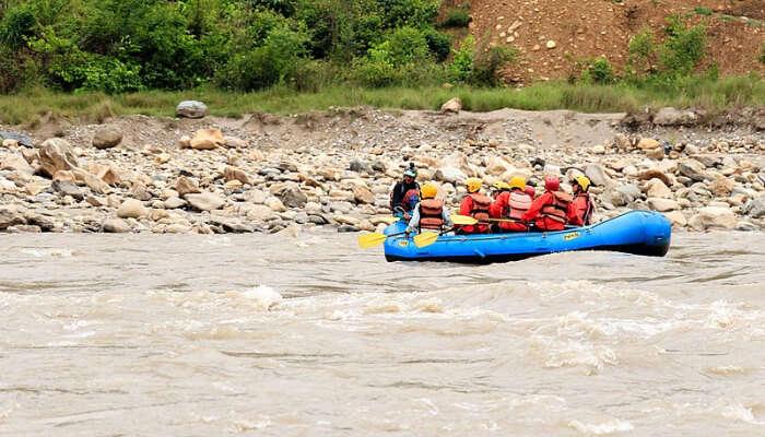 People rafting over Trishula river