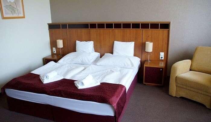 Hotel Double Bed Bed Sleep Room Bedroom