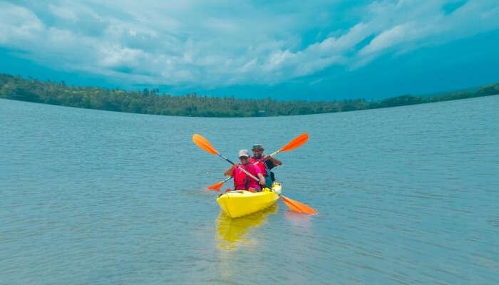 2 people kayaking