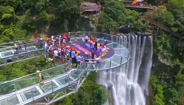 World's-Largest-Glass-Skywalk-In-China-waterfall-view