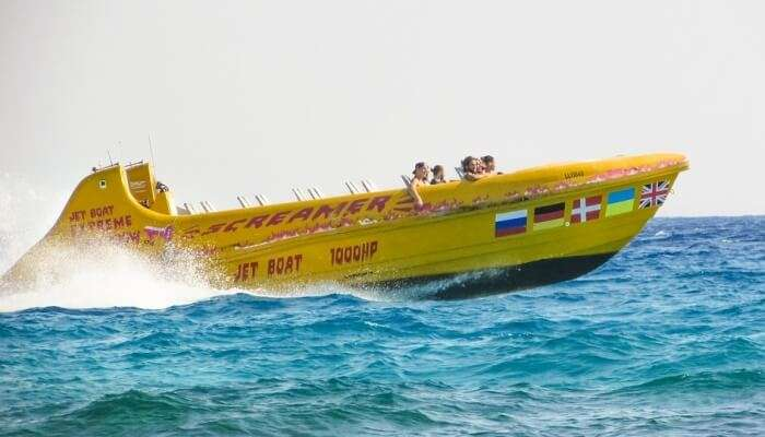 people speed boating