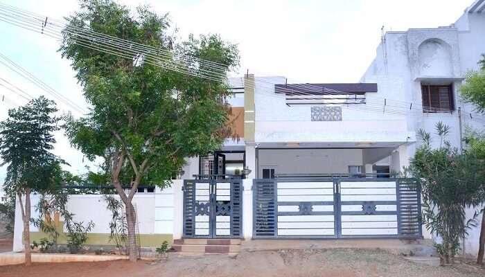 Aishwaryam Service Bungalow