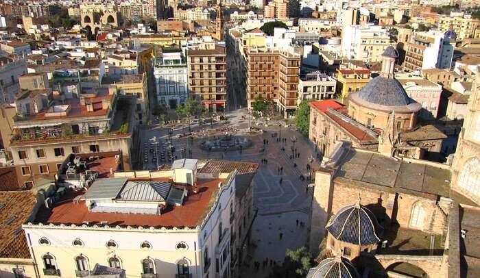 explore the streets of Valencia