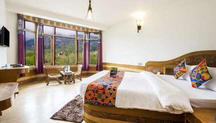 Fab Hotel Whispering Wood room