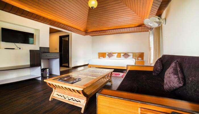 Palette - Boro's Resort