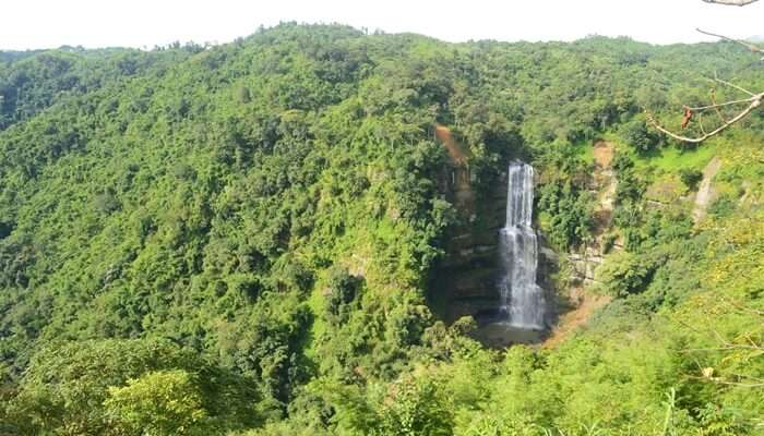 Get Mesmerized By The Beauty Of Vantawng Falls