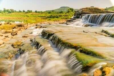 Lakhaniya Dari waterfall