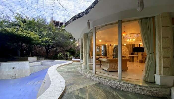 room offers private pool