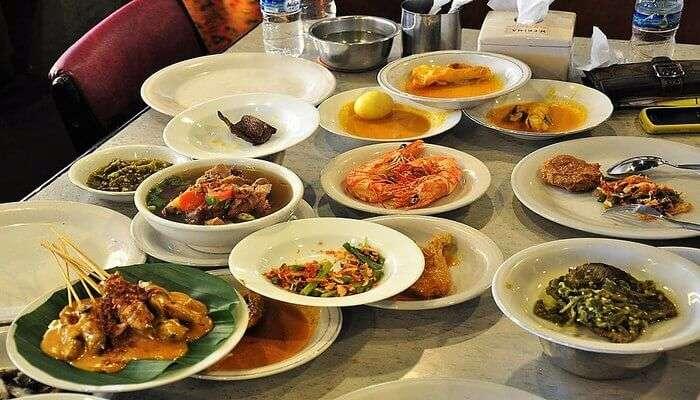 try Padang food