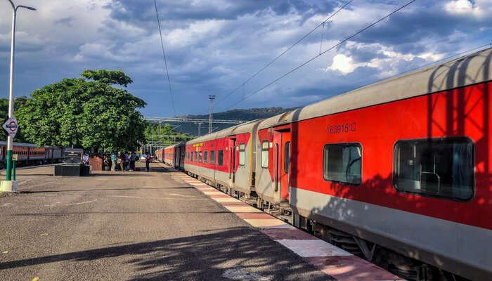 Delhi to jammu train