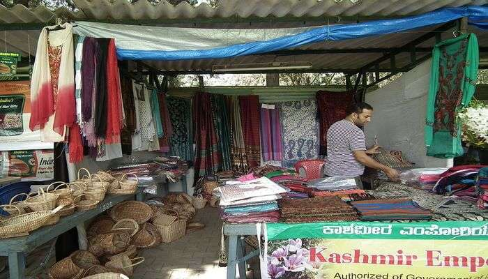 Don't Miss A Shopping Expedition In Kashmir