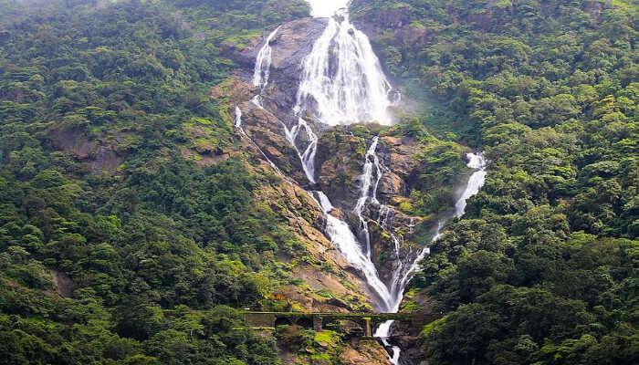 Dudhsagar_waterfalls