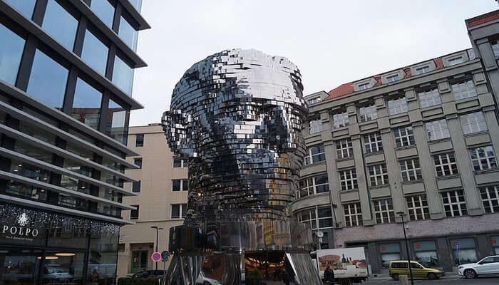 sculpture of the moving face of Franz Kafka