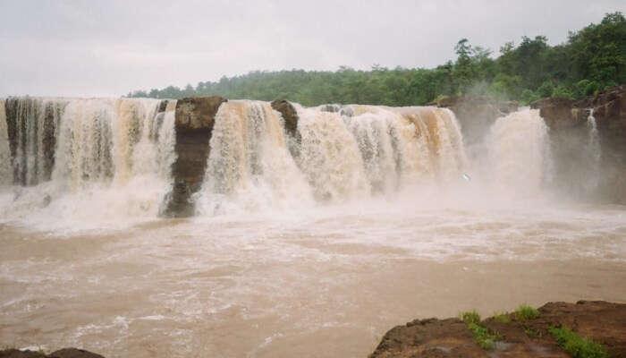 best waterfalls near Vadodara