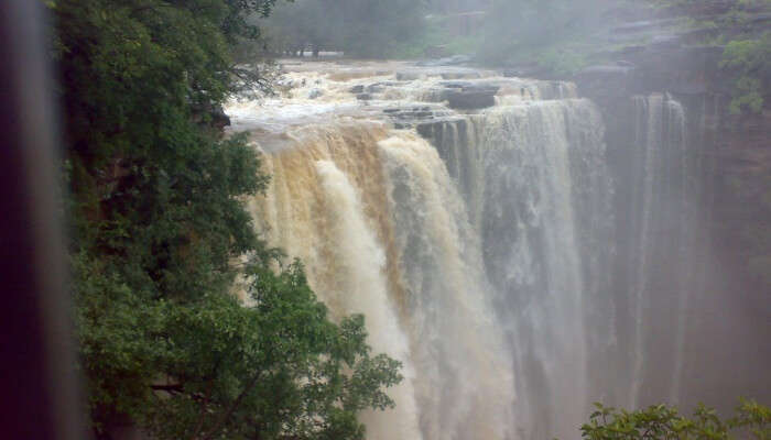 Chittorgarh and have not experienced the gorgeous sight of one of the Menal Falls