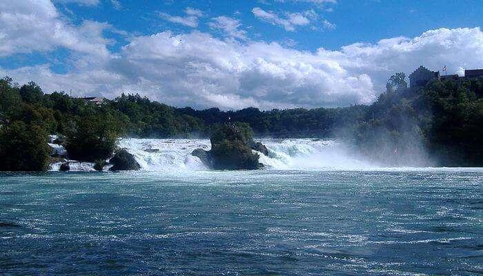 Rhine Falls - Experience Boating