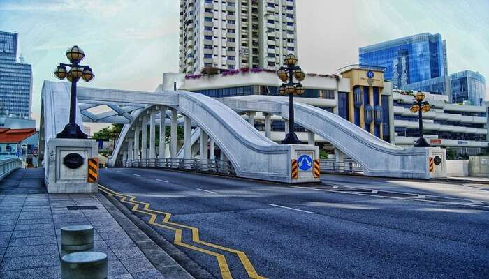 Take A Walking Tour On The Streets Of Singapore