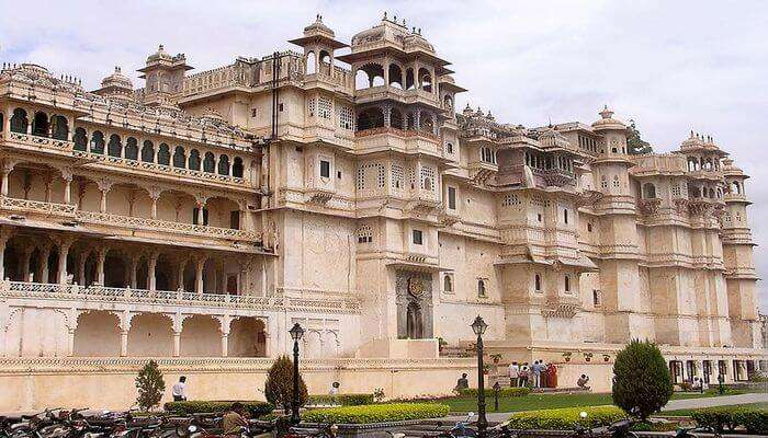Take Heritage Walks At The Palaces