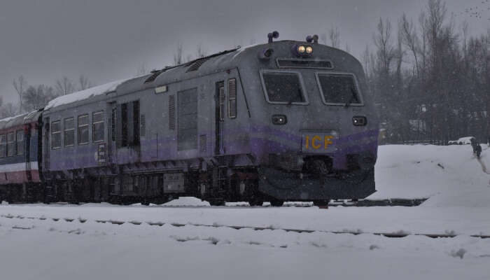 Ten Delhi To Kashmir Trains