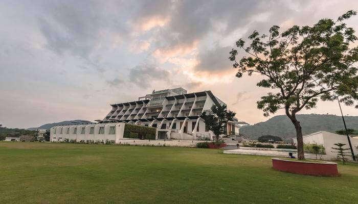 Via Lakhela Resort And Spa