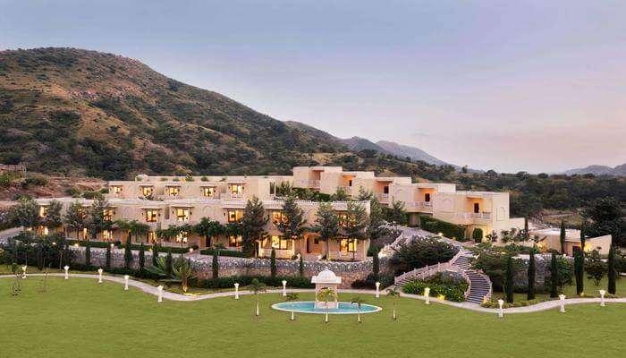 Best Resorts near Kumbalgarh