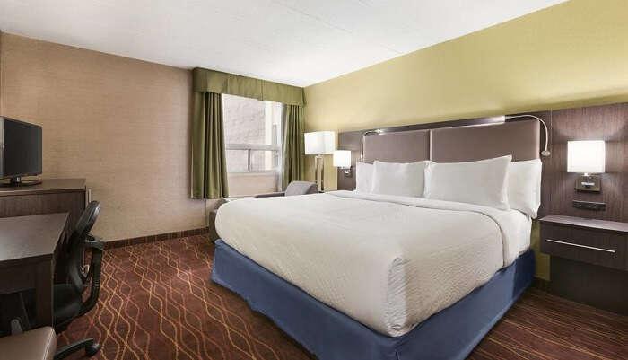 days inn ottawa hotel room