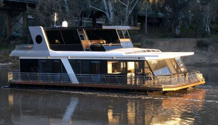 houseboat in victoria