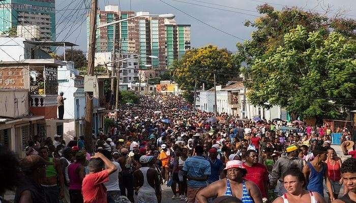 crowded streets of Cuba