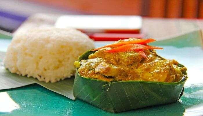 enjoy the street food in cambodia
