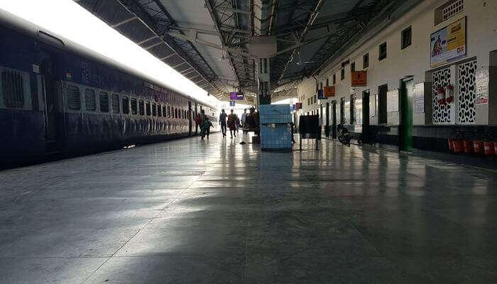 Delhi To Manali Trains