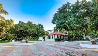 Resorts near Somnath