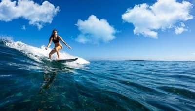 Maldivers surfing