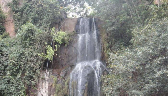 Urakuzhi Waterfall